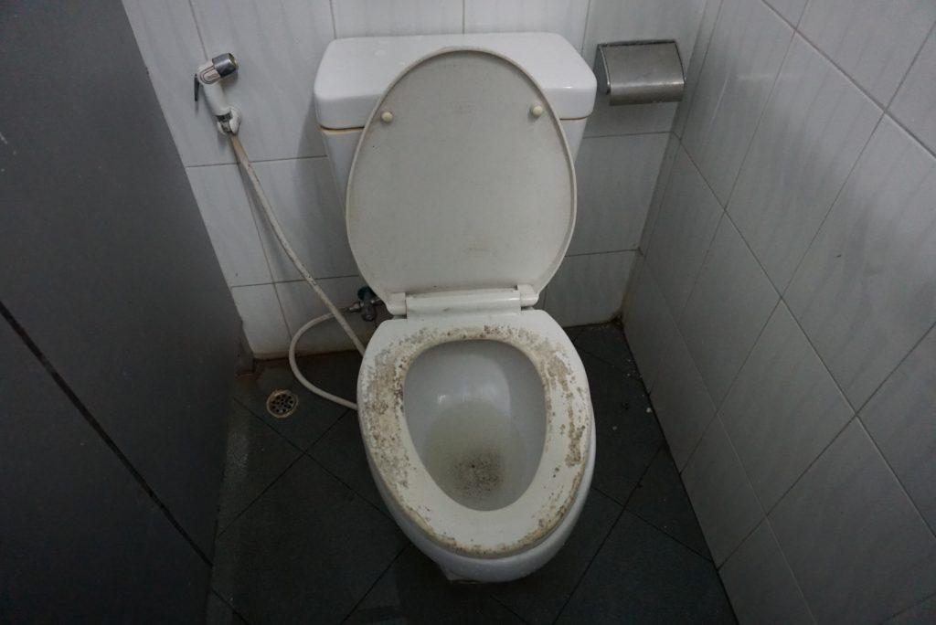 ヤンゴン大学、女子寮のトイレ