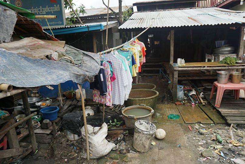ミャンマー、貧困層の家庭