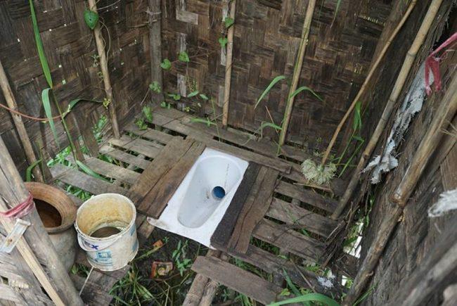 スラムのトイレ