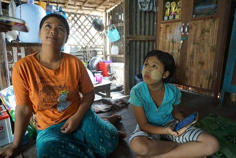 ミャンマーのスラムに住む親子