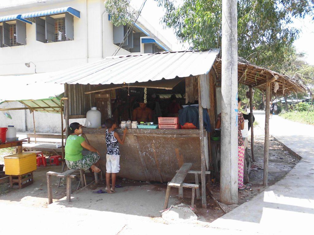 ミャンマーの噛みタバコ屋