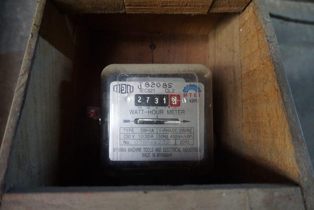 スラムの家庭にある電気メーター
