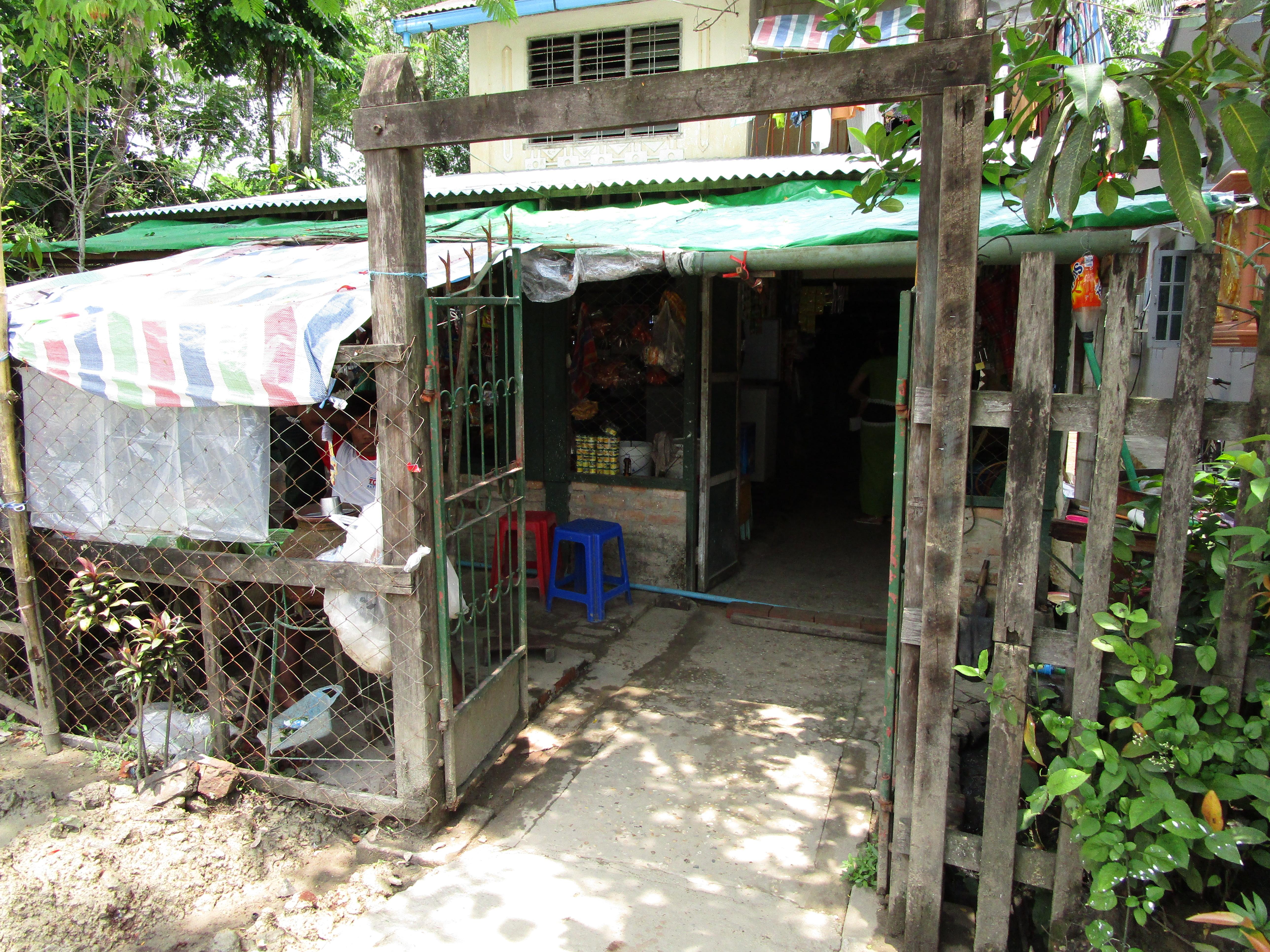 ミャンマーの雑貨屋、外観