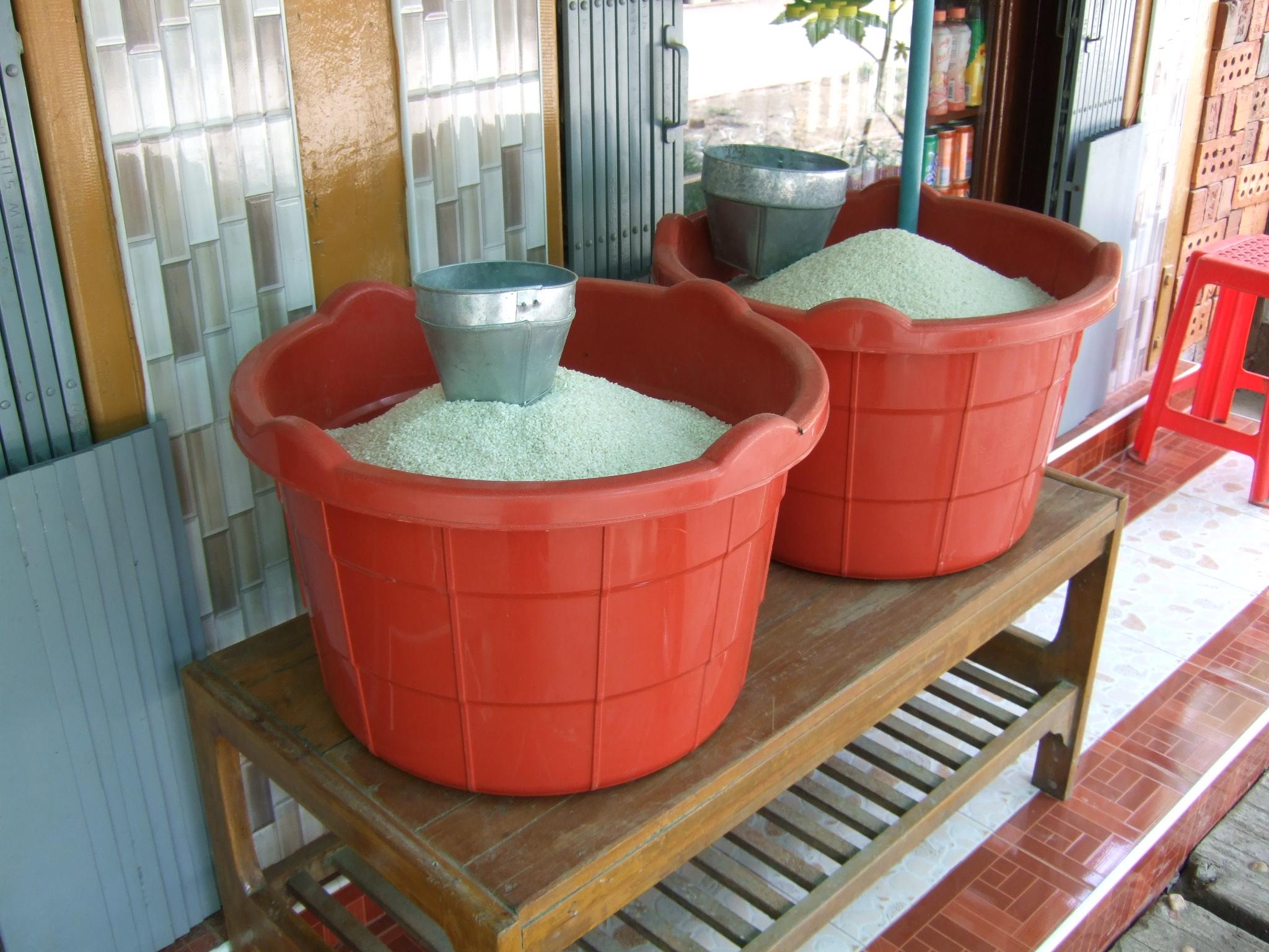 ミャンマーの雑貨屋で売られているお米