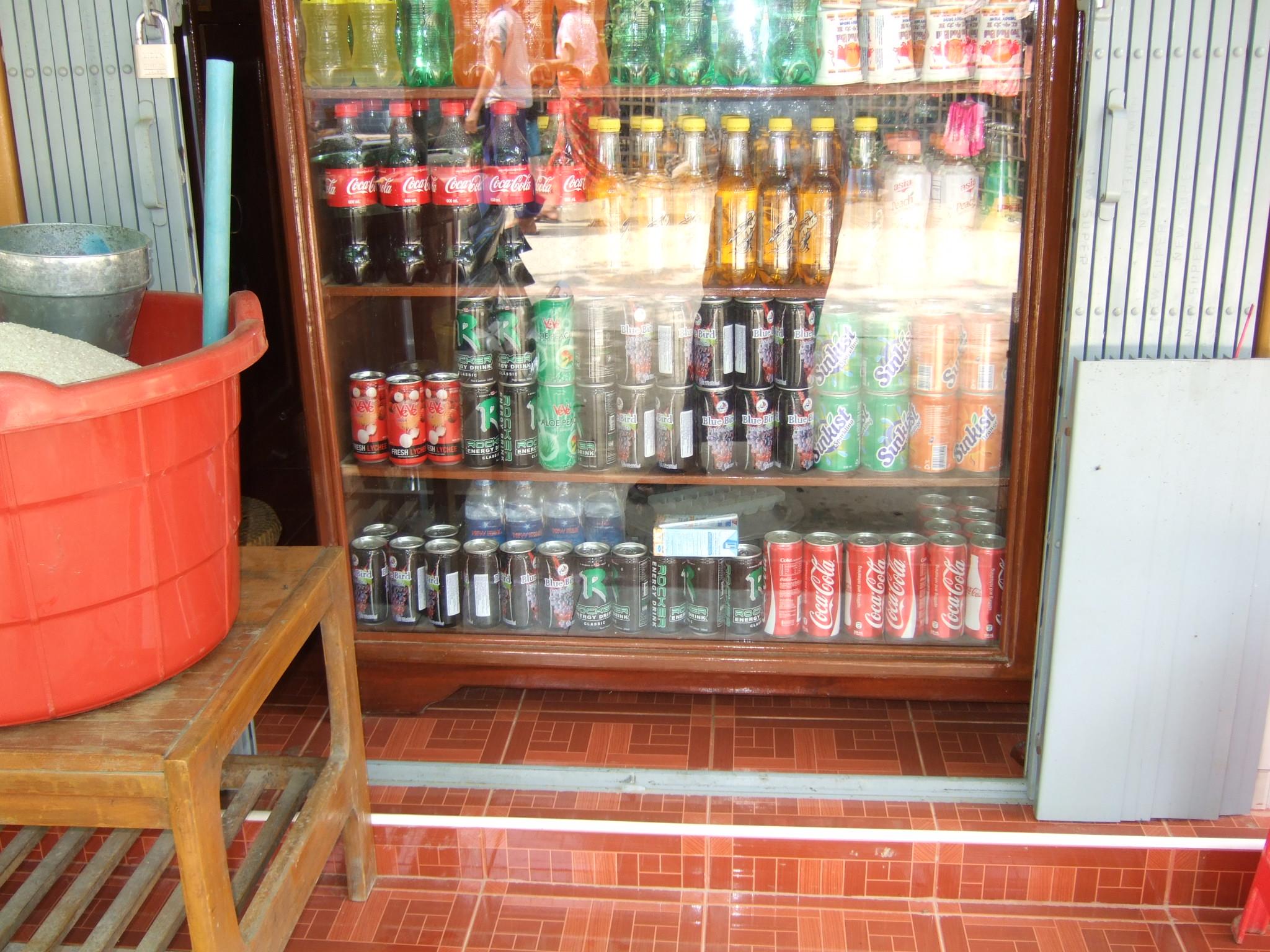ミャンマーの雑貨屋にある商品