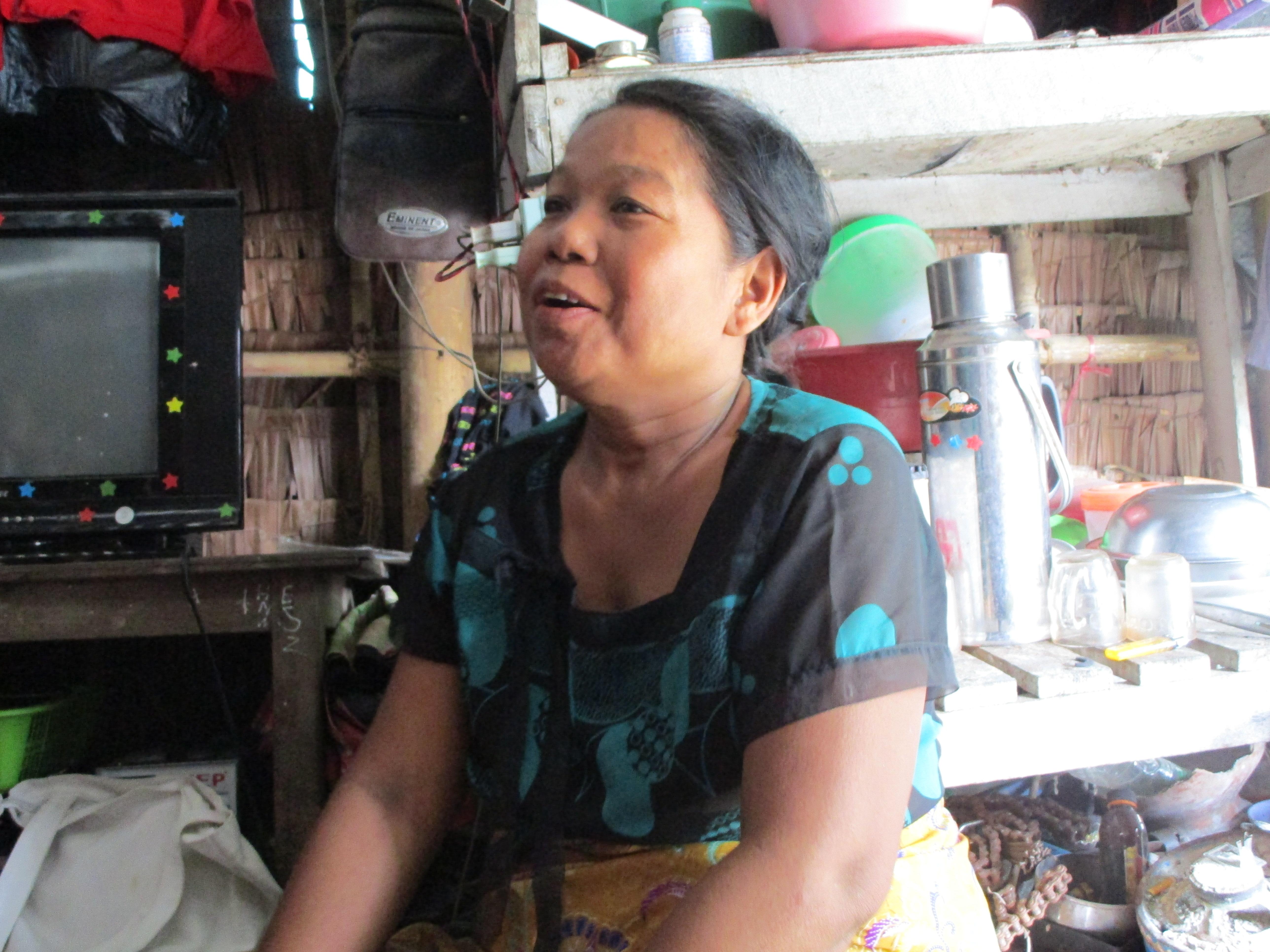 ミャンマー、スラムのお母さん
