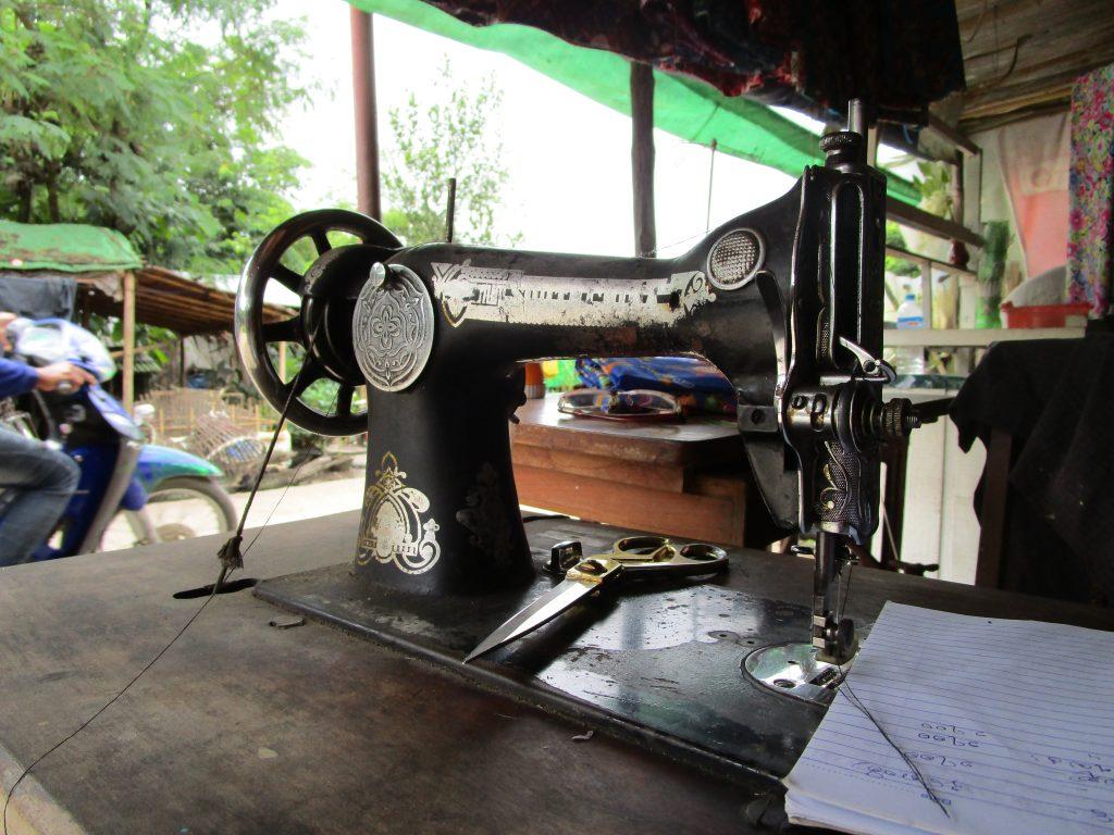 ミャンマーのミシン