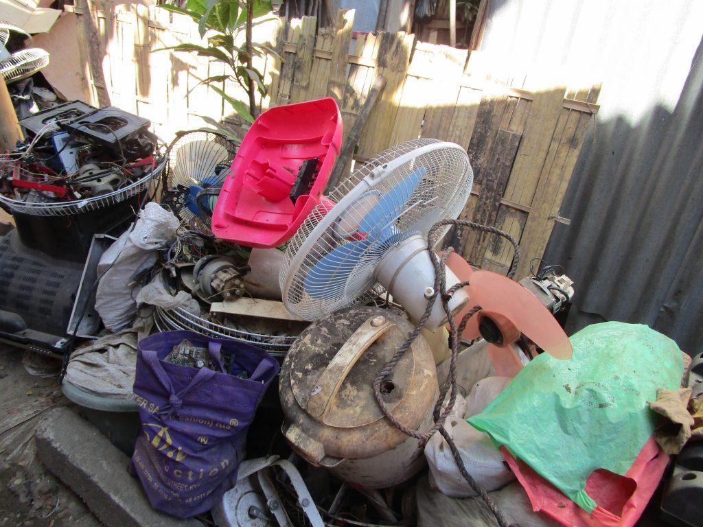 ミャンマーの家電修理屋