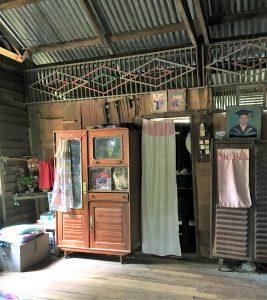 ミャンマーの高床式住居