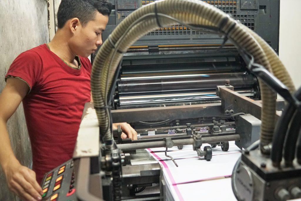 印刷工場の作業員