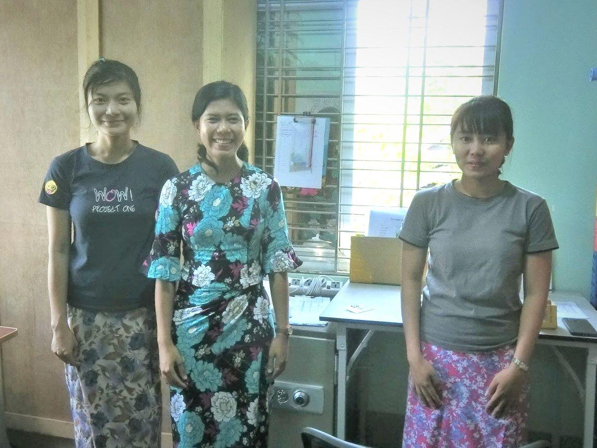 トゥトゥさんと同僚の女性スタッフたち