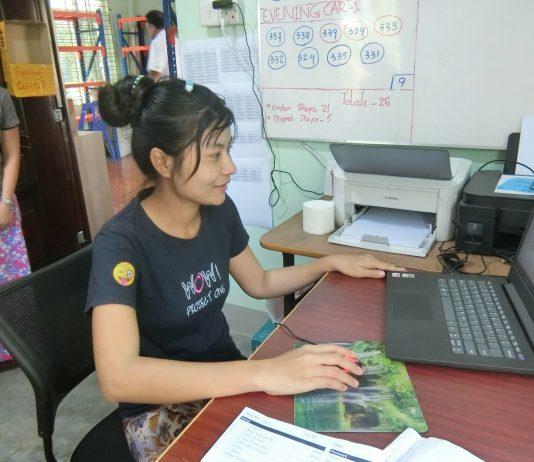 日系企業の倉庫マネジャーとして働くトゥトゥ・ヌエさん(26)